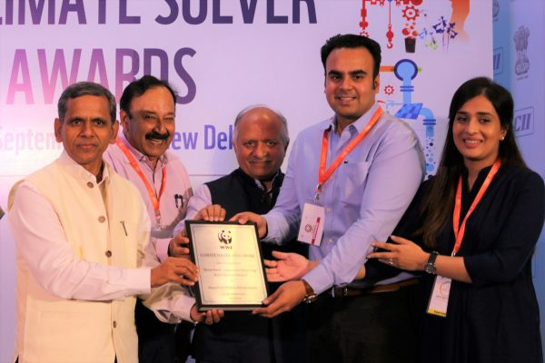 Deeya Panel Prodicts receiving the award from Sh Ram Mohan Mishra_Addl Secy & Development Commissioner_Ministry of MSME_GOI